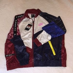 NWT 💋 NIKE RETRO WINDBREAKER